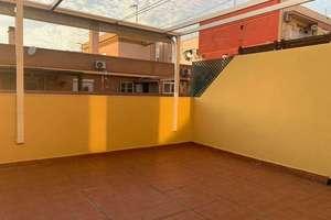 耳房 进入 La Cruz del Grao, Valencia.